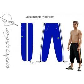 """Pantalon de capoeira 3/4  Jogando Capoeira """" Voador duas linhas bleu/blanc"""
